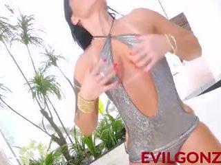 Phat ass bitch Callie Cyprus fickt großen schwarzen Schwanz in POV