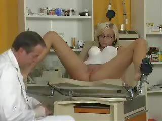 Titten Doktor Fucks Patient Groß große titten