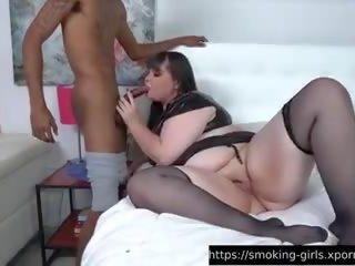Lesben Blowing Smoke Muschi
